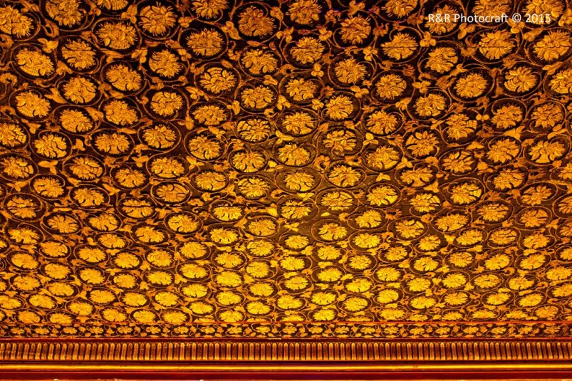 Ceiling of a chamber in Aaina Mahal