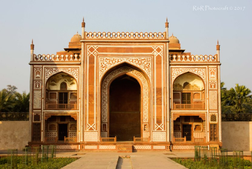 Arched gate of tomb of Etmad-ud-Daulah
